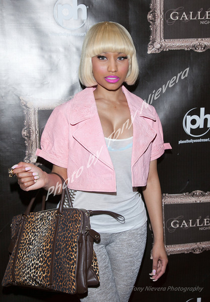 IMAGE: http://tonyniev.smugmug.com/Events/Celebrities/i-HRvw5Kw/0/L/iPhotoNickiMinaj8-L.jpg